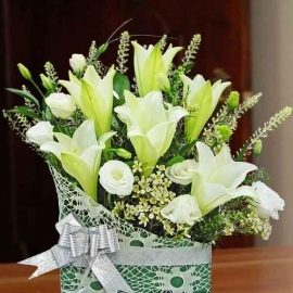 6 White Lilies Table Arrangement