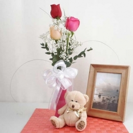3 mixed roses in Glass Vase & 4ever love Bear