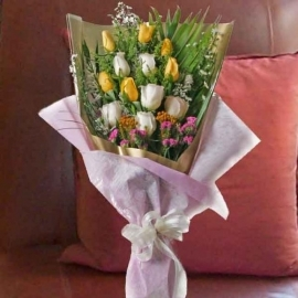 6 Yellow & 6 White Roses Long Wrapping Bouquet