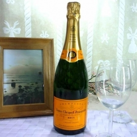 Add-on Veuve Clicquot Yellow Label Brut Champagne (75cl)
