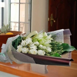 3 White lilies & 12 Roses Hand Bouquet